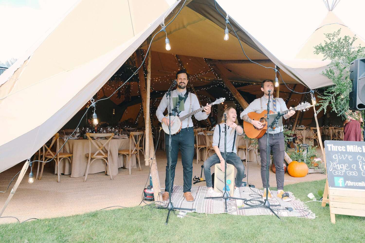 Folk band for tipi wedding